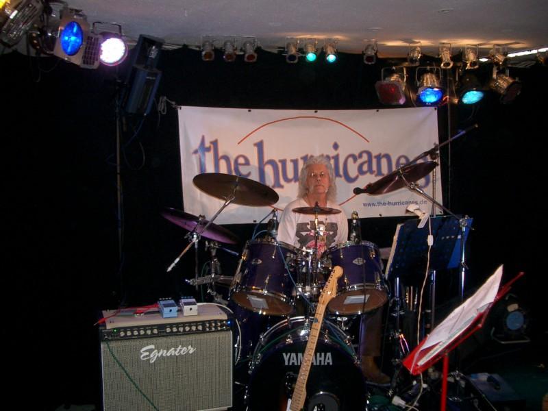 """""""The Hurricanes"""" live bei Glühweinhütte und Tante Olga"""