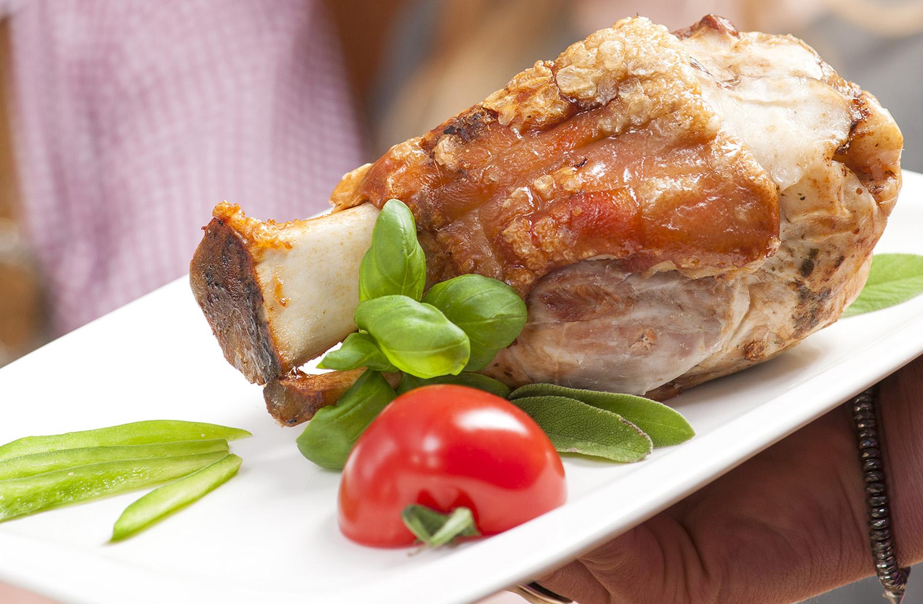 Schweinshaxen-Essen